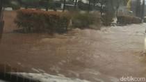 Banjir Juga Muncul di Jalan Rasuna Said Kuningan