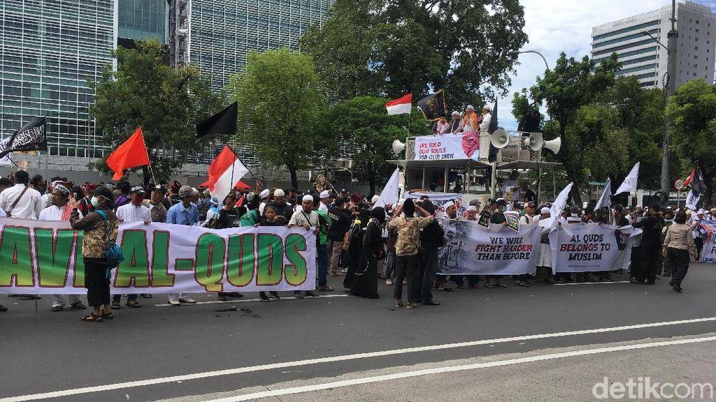 Massa Aksi Bela Palestina Mulai Berdatangan di Depan Kedubes AS
