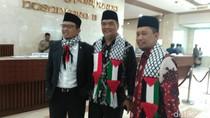Anggota DPR Kenakan Syal RI-Palestina di Paripurna Penutupan