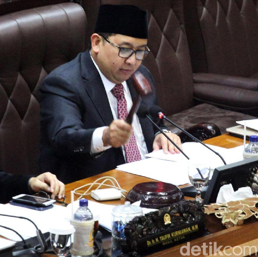 Fadli Zon Bacakan Surat Pengunduran Diri Novanto dari Ketua DPR