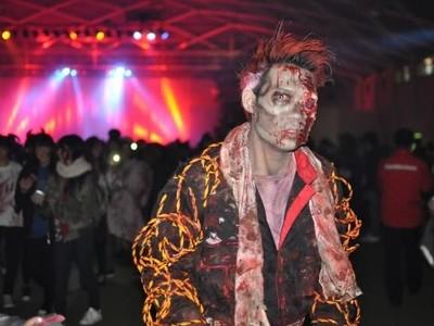 Foto: Berpesta Bareng Zombie di Akhir Tahun