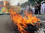 Gelombang Unjuk Rasa Terus Mengalir di Depan Kedubes AS