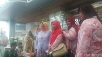 Keliling Jakcraft, Istri Anies Belanja Produk Lokal