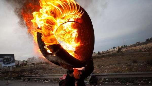 Balas Serangan Roket, Israel Kerahkan Tank dan Pesawat Gempur Gaza