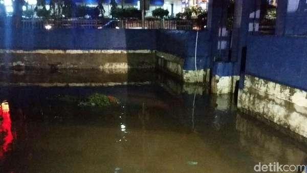 Pintu Air Jembatan Merah Turun Jadi Siaga II, Ini Penampakannya