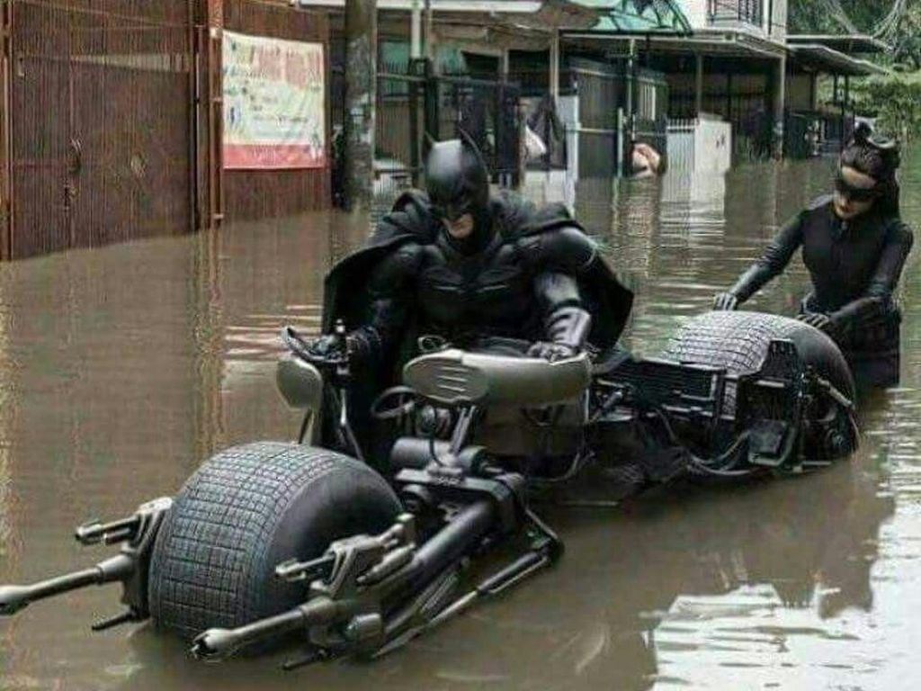 Deretan Meme Jakarta Banjir yang Bikin Nyengir