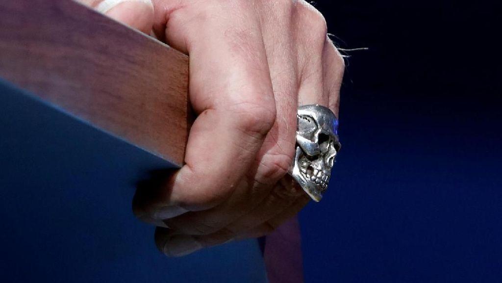 Foto: Cincin Tengkorak Arnold Schwarzenegger di One Planet Summit