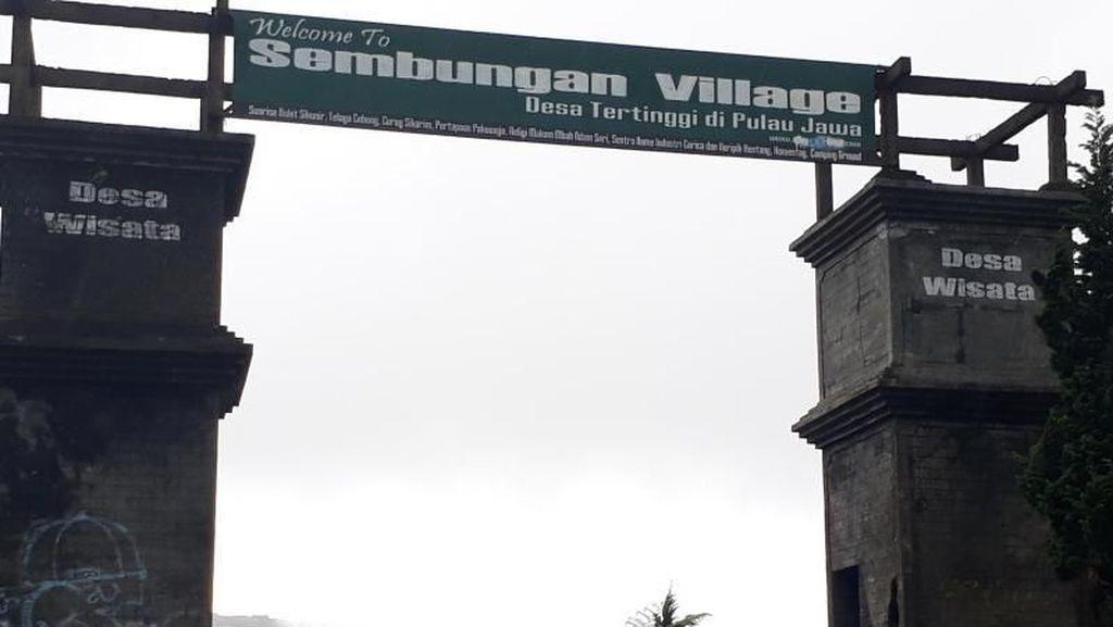 Kehangatan Warga Desa Tertingi Pulau Jawa yang Bikin Meleleh
