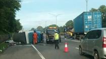 Kecelakaan di Tol Janger Arah Merak, Dua Truk Tutup Separuh Jalan