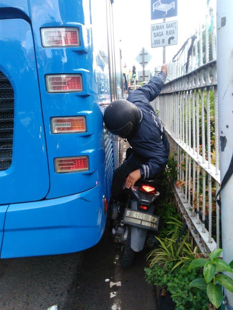 Pemotor Terjepit Busway, Bukti Budaya Disiplin yang Rendah