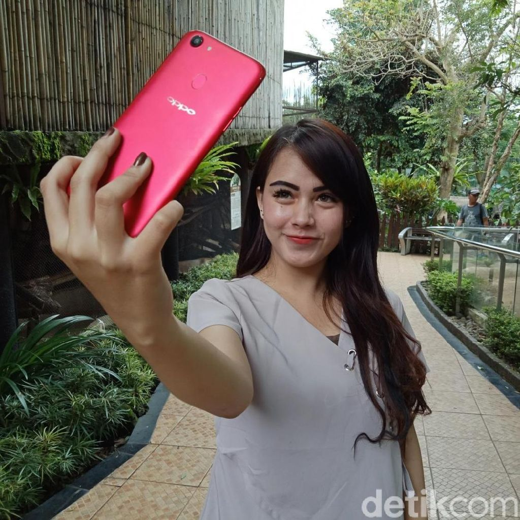 Alasan Oppo F5 Balik Lagi Pakai Kamera Tunggal
