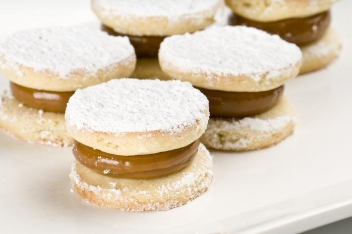 Argentina punya kue alfajores yakni kukis hasil varian dulce de leche. Disajikan bersama krim mentega lembut. Kue ini selalu ada sepanjang tahun sebagai teman minum kopi. Foto: Istimewa