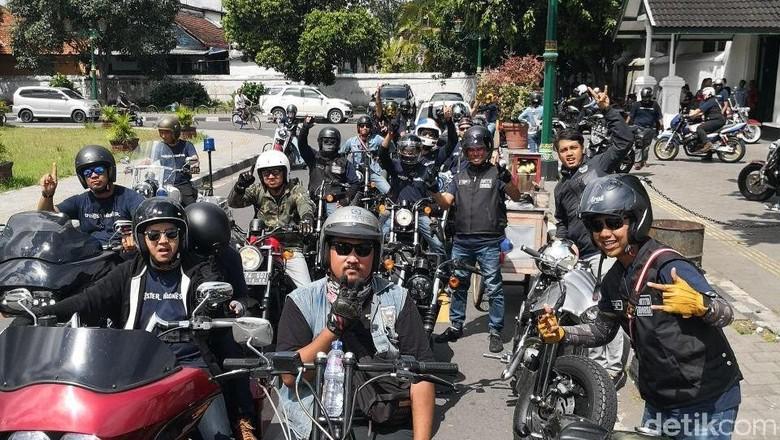 Pencinta Harley-Davidson Sportster Kagumi Keindahan Solo-Yogya