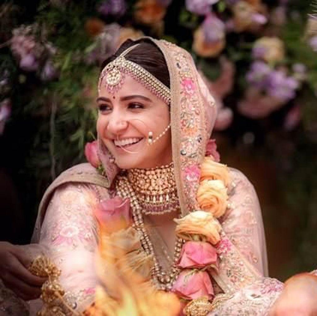 Foto Bulan Madu Buktikan Anushka Sharma-Virat Kohli Pasangan Serasi