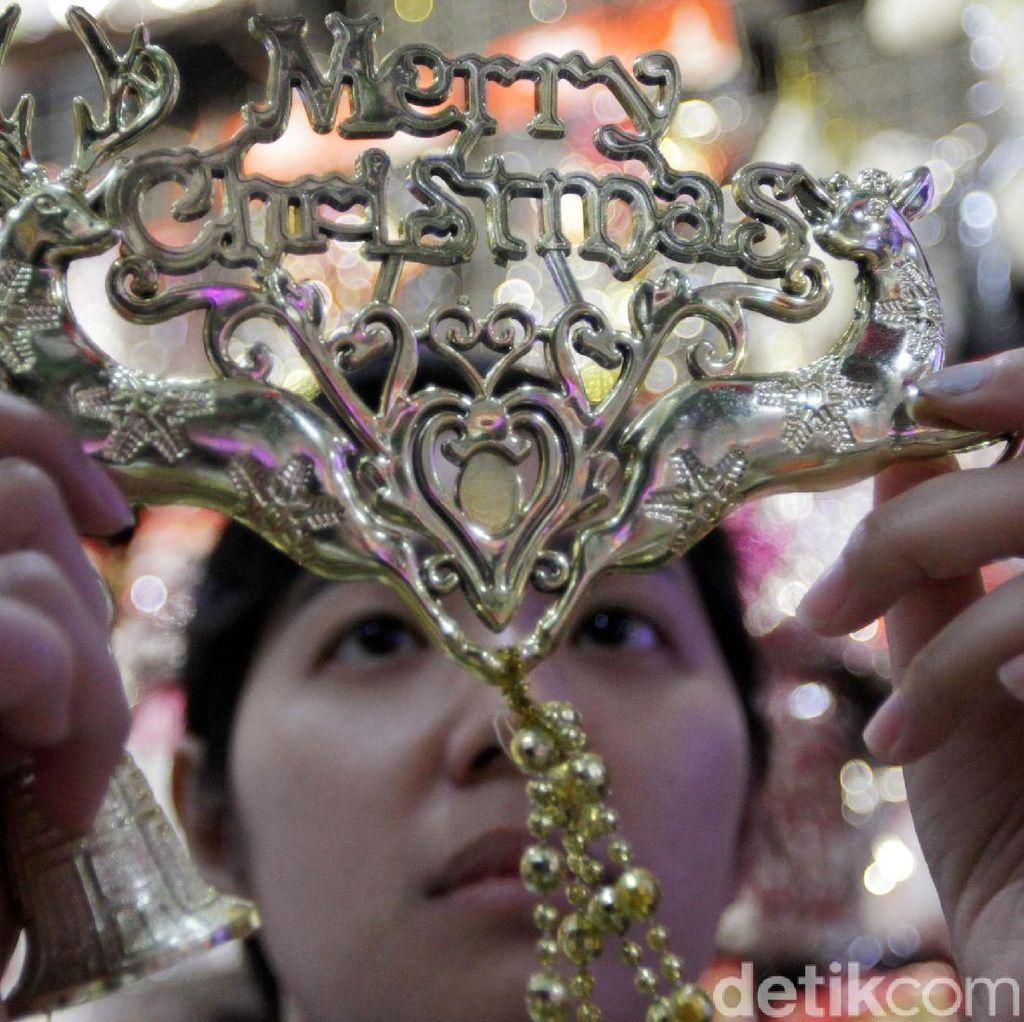 Pernak-pernik Natal Mulai Ramai Dicari
