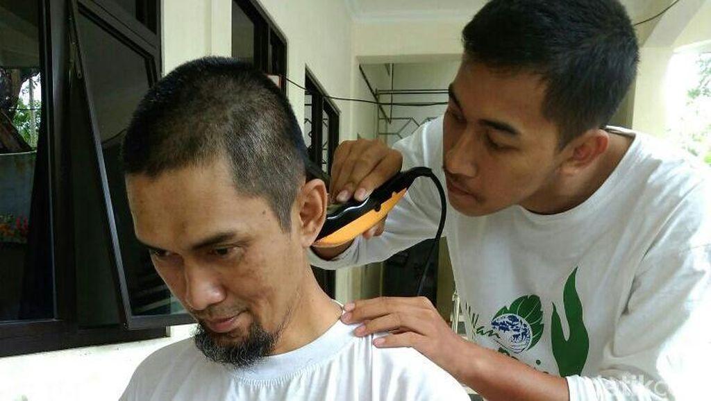 Sambut UU Kepalangmerahan, Relawan PMI di Banjarnegara Cukur Gundul