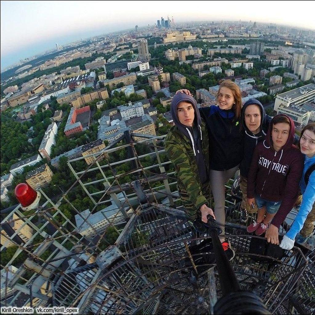 Ini Pemuda Rusia yang Awali Tren Menantang Maut di Ketinggian
