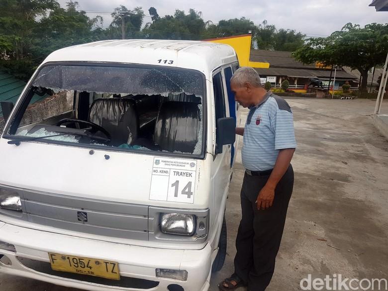 Polisi Buru Gerombolan Pelajar Perusak Angkot di Sukabumi