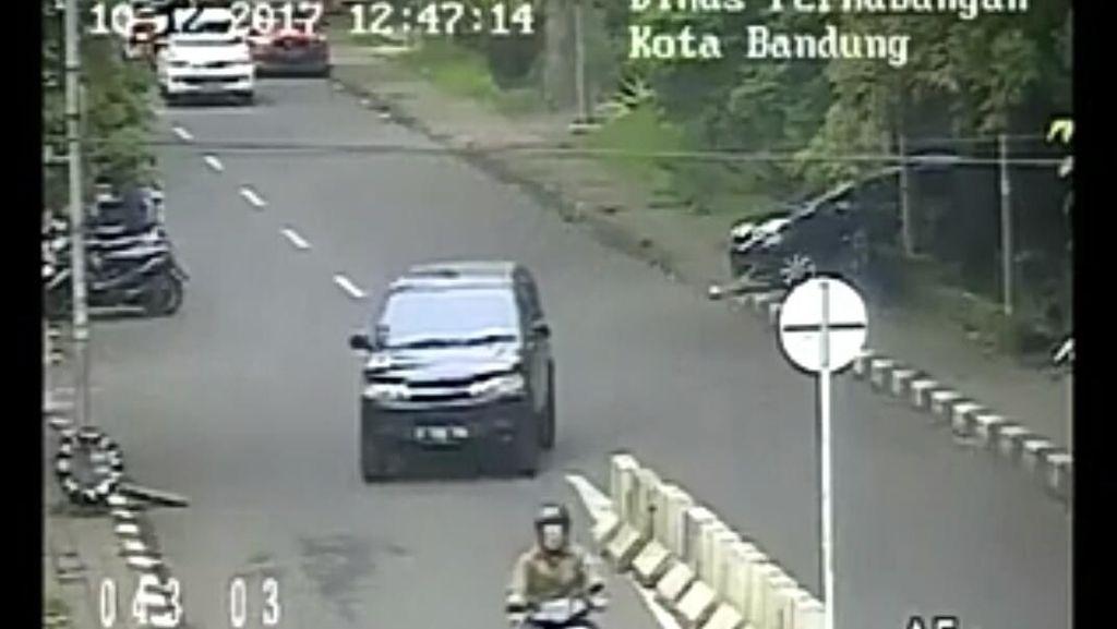 Warganet Soroti Musik Video CCTV Mobil Serobot Jalur di Bandung