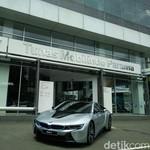 BMW Resmikan Diler Mobil Listrik di Jakarta
