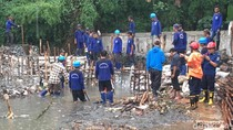 Berkali-kali Jebol, Kapan Tanggul Kali Pulo di Jatipadang Dibeton?