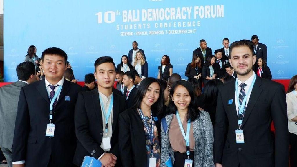 Mahasiswi Ini Bicara Soal Pemuda, Sosmed dan Demokrasi