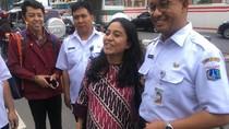Saat Ibu Hamil Ajak Anies Foto Bareng di Tepi Jalan Rasuna Said