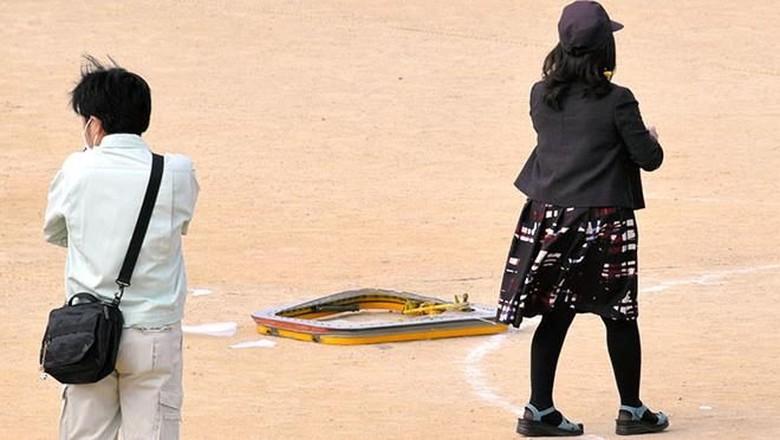 Foto: Penampakan Jendela Heli Militer AS yang Jatuh ke SD Jepang