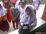 Wida Bocah SD Penjual Cimol di Bandung Ditinggal Ibu Tanpa Pamit