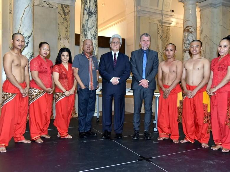 Grup Tari Nan Jombang Pukau Publik Austria