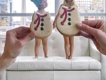 Aih, lucunya anak-anak jadi boneka salju dengan kostum dari kue jahe. (Foto: Instagram @happygreylucky)