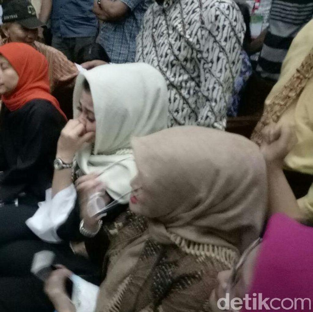 Foto: Tangis Istri Novanto di Pengadilan Tipikor