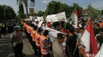 Warga Demo Polres Jombang Tuntut Kades Tersangka Pungli Dibebaskan