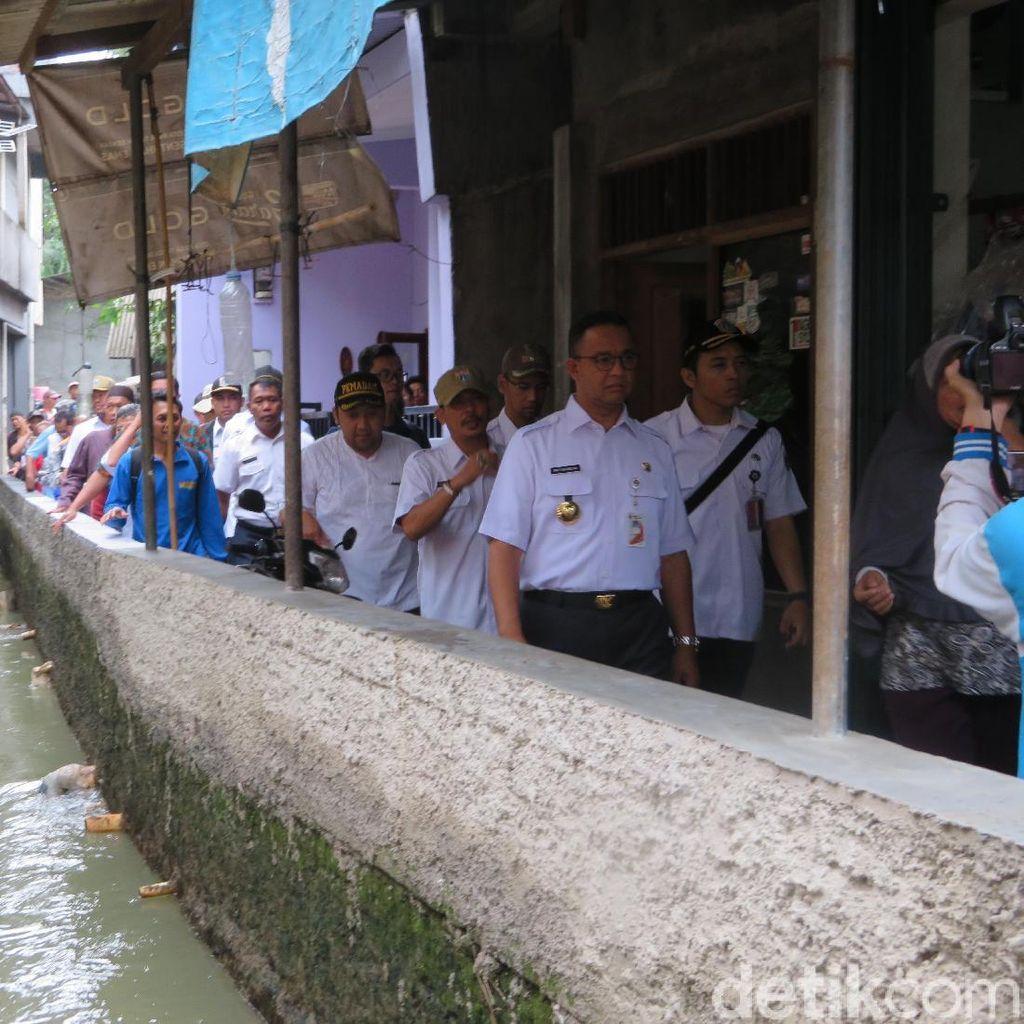 Anies Heran Aliran Kali Pulo Tertutup Rumah Warga Jatipadang