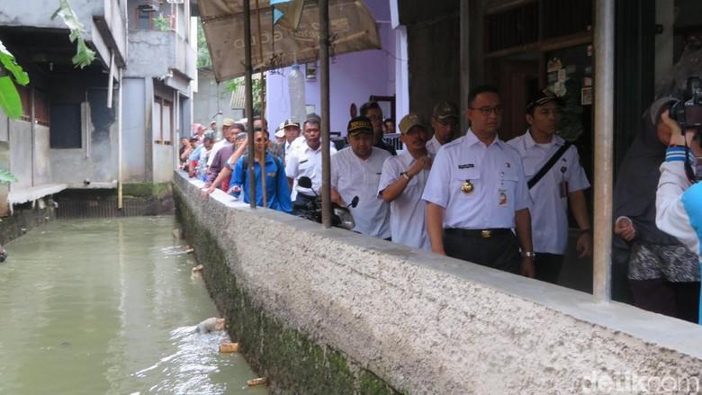 Anies Heran Aliran Kali Pulo Tertutup Rumah Warga Jati Padang