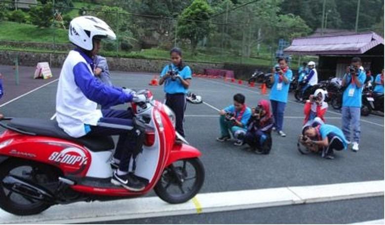 AHM Ajak Generasi Millennial Nge-blog dan Nge-vlog Safety Riding