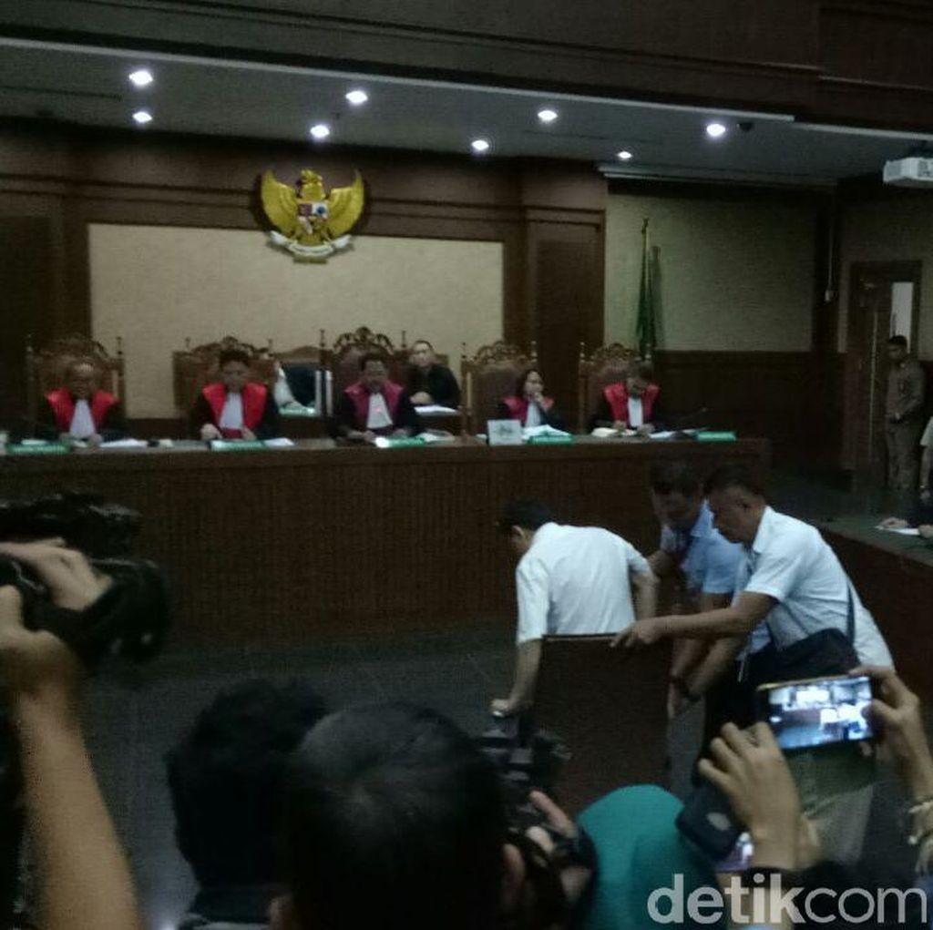 Setelah Hakim Panggil Dokter, Novanto Tak Jawab Pertanyaan