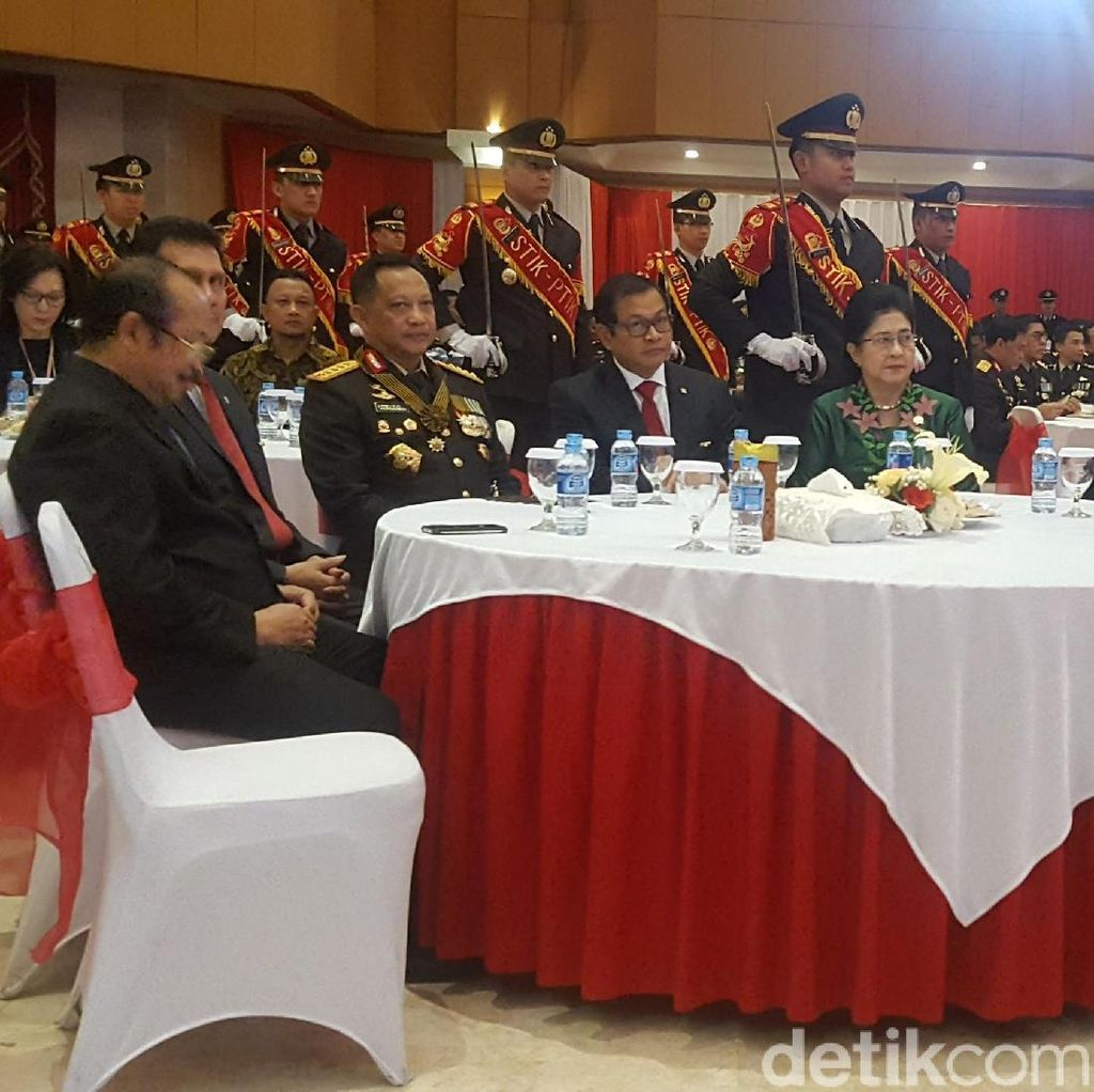 Kapolri Beri Tanda Kehormatan Bintang Bhayangkara Utama ke 7 Menteri