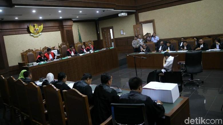 Novanto Kantongi USD Ini Sederet - Jakarta Setya Novanto didakwa menerima duit total USD juta terkait perannya ikut mengintervensi anggaran Selain Setya ada sederet
