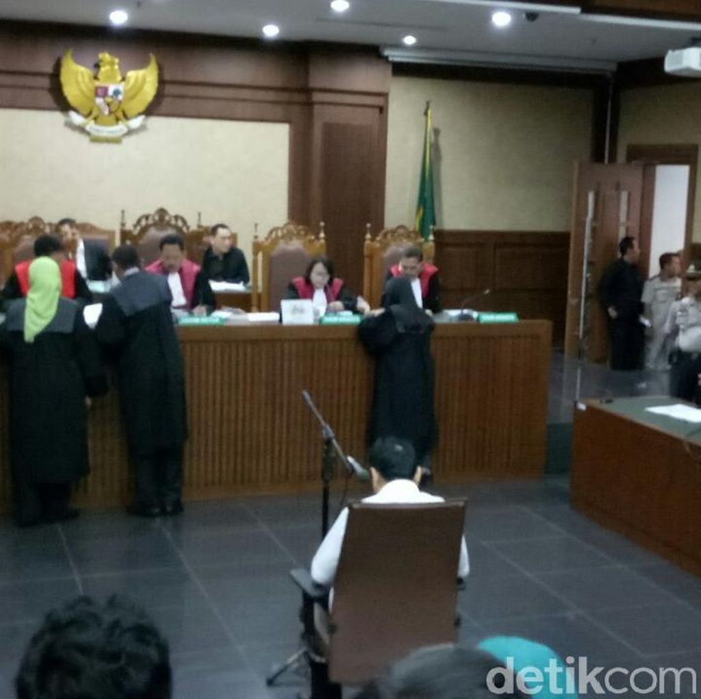 Hakim Tanya Nama Novanto Hingga 3 Kali, Baru Dijawab