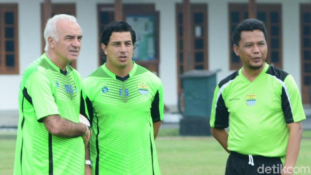 Latihan Perdana, Mario Gomez Belum Beri Penilaian untuk Skuat Persib