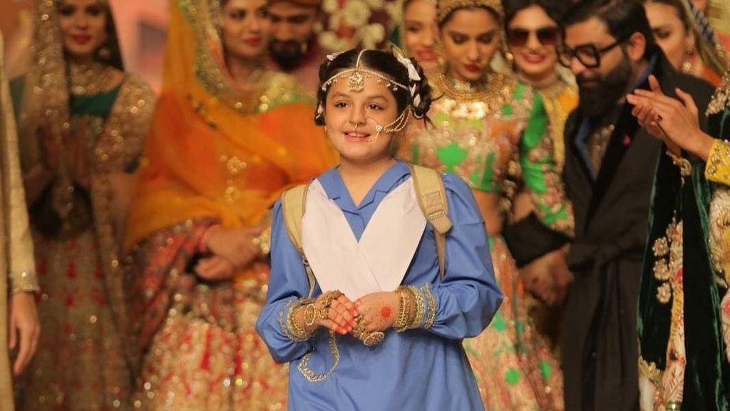 Fakta Mengerikan di Balik Senyum Model Cilik di Fashion Show Baju Pengantin