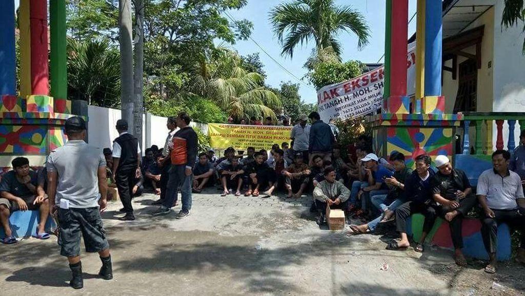 Dihadang Massa, Pengadilan Banyuwangi Batal Eksekusi Lahan Warga