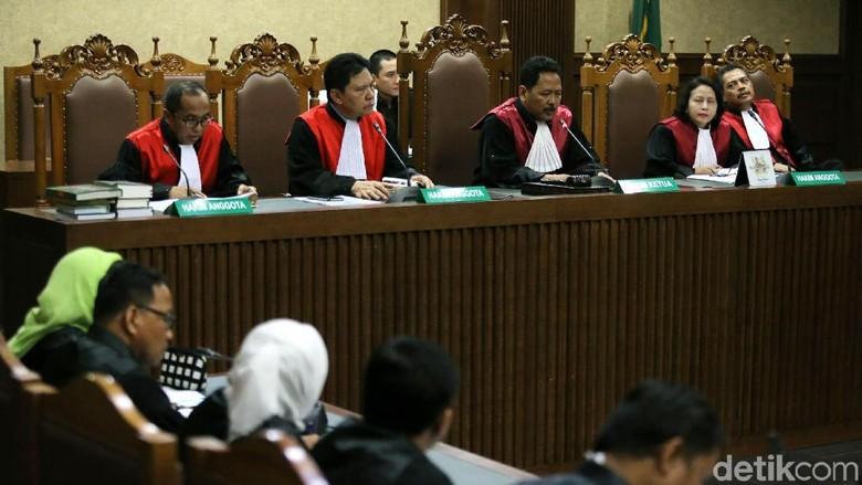 Novanto Gunakan Tangan Made Oka - Jakarta Jaksa pada KPK menyebut Setya Novanto menerima total uang USD juta terkait korupsi proyek Duit itu diterima