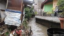 Potret Kali Pulo yang Mirip Got karena Tertutup Rumah Warga