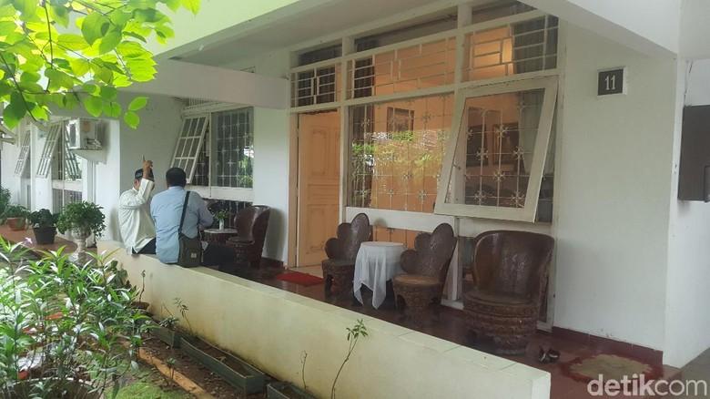 Warga Mulai Berdatangan ke Rumah - Jakarta Anggota Dewan Perwakilan Daerah Andi Mapetahang Fatwa atau yang akrab disapa AM Fatwa meninggal dunia pagi Warga