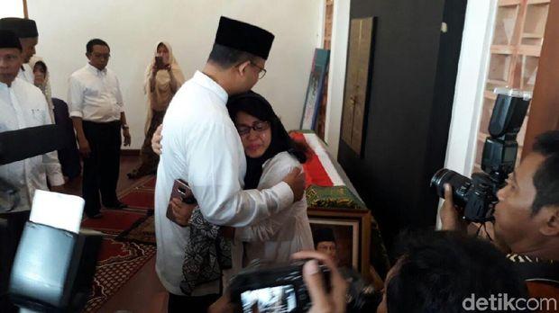 Anies Baswedan dengan anak AM Fatwa, Dian Islamiati.
