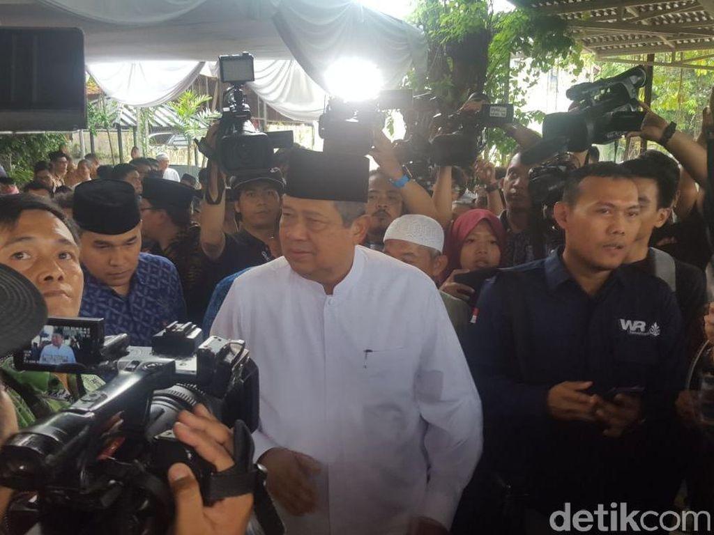 SBY dan AHY Melayat ke Rumah Duka AM Fatwa