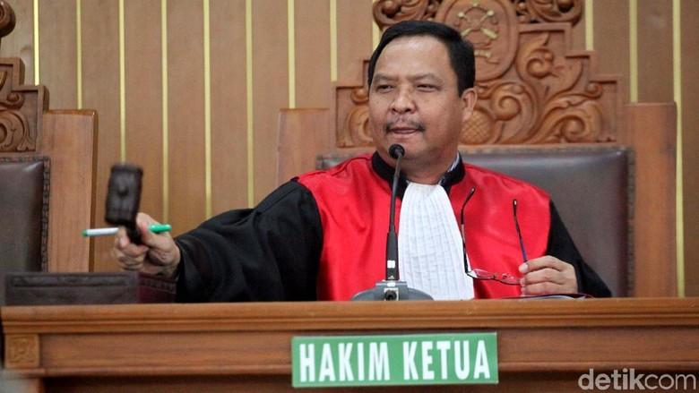 Foto: Hakim Gugurkan Praperadilan Setya Novanto