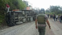 Sopir Mengantuk, Bus yang Bawa 50 Karyawan Freeport Terguling